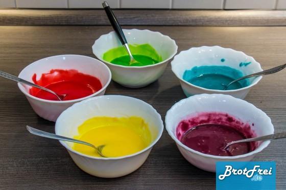 Farbige Zuckerguss-Schälchen