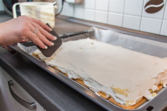 Tortencreme glatt streichen