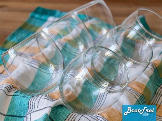 6 Gläser in der Muffinform schräg gestellt