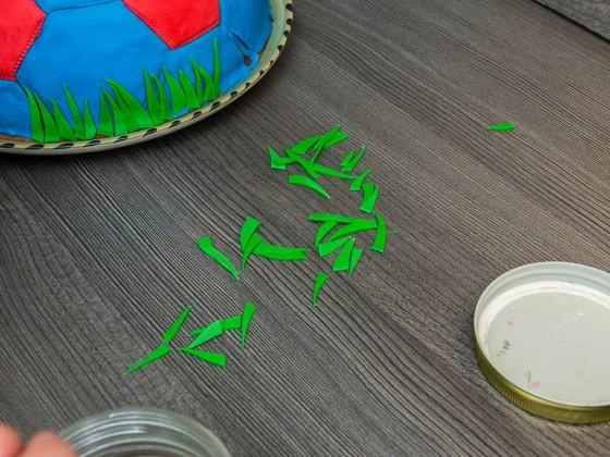 Grashalme aus grünem Fondant ausscheiden