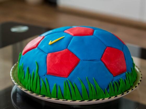 Die ferige Barcelona Fussball Torte