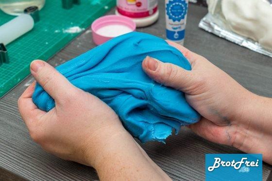 Blau eingefärbtes Fondant