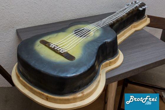 rezept und anleitung f r eine gitarren torte in originalgr e brotfrei. Black Bedroom Furniture Sets. Home Design Ideas